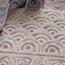 Sellos caseros de arcilla para texturas